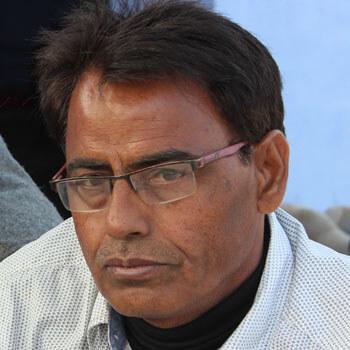 Charan Singh Pathik : Do Bahnen